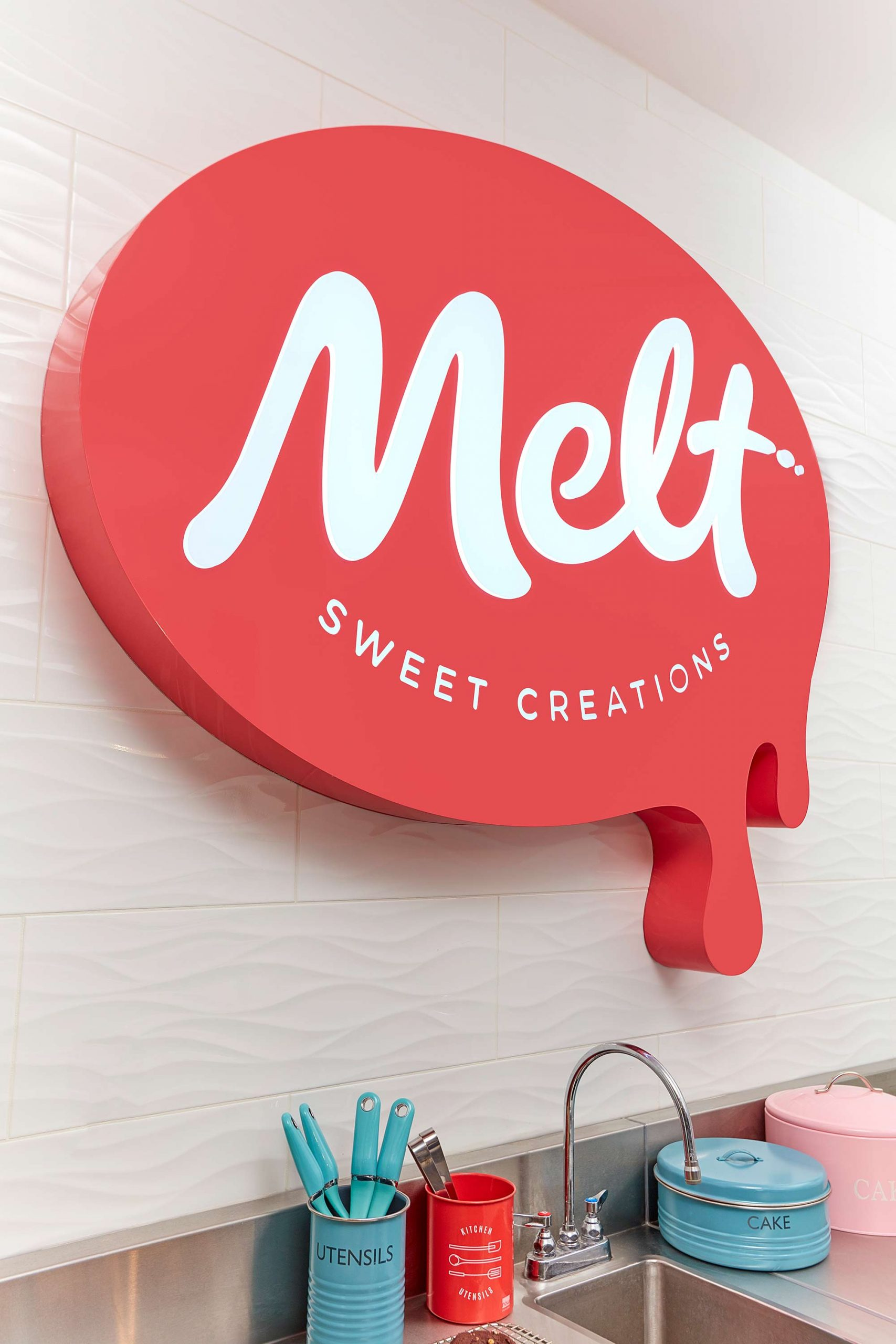 MELT_Sign_FromBehind